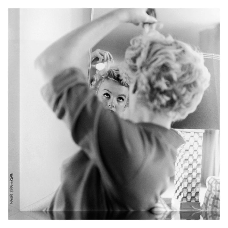 Getty Images Gallery Getty Image Gallery Marilyn Monroe Makes Up Print on Canvas, 40 x 40cm