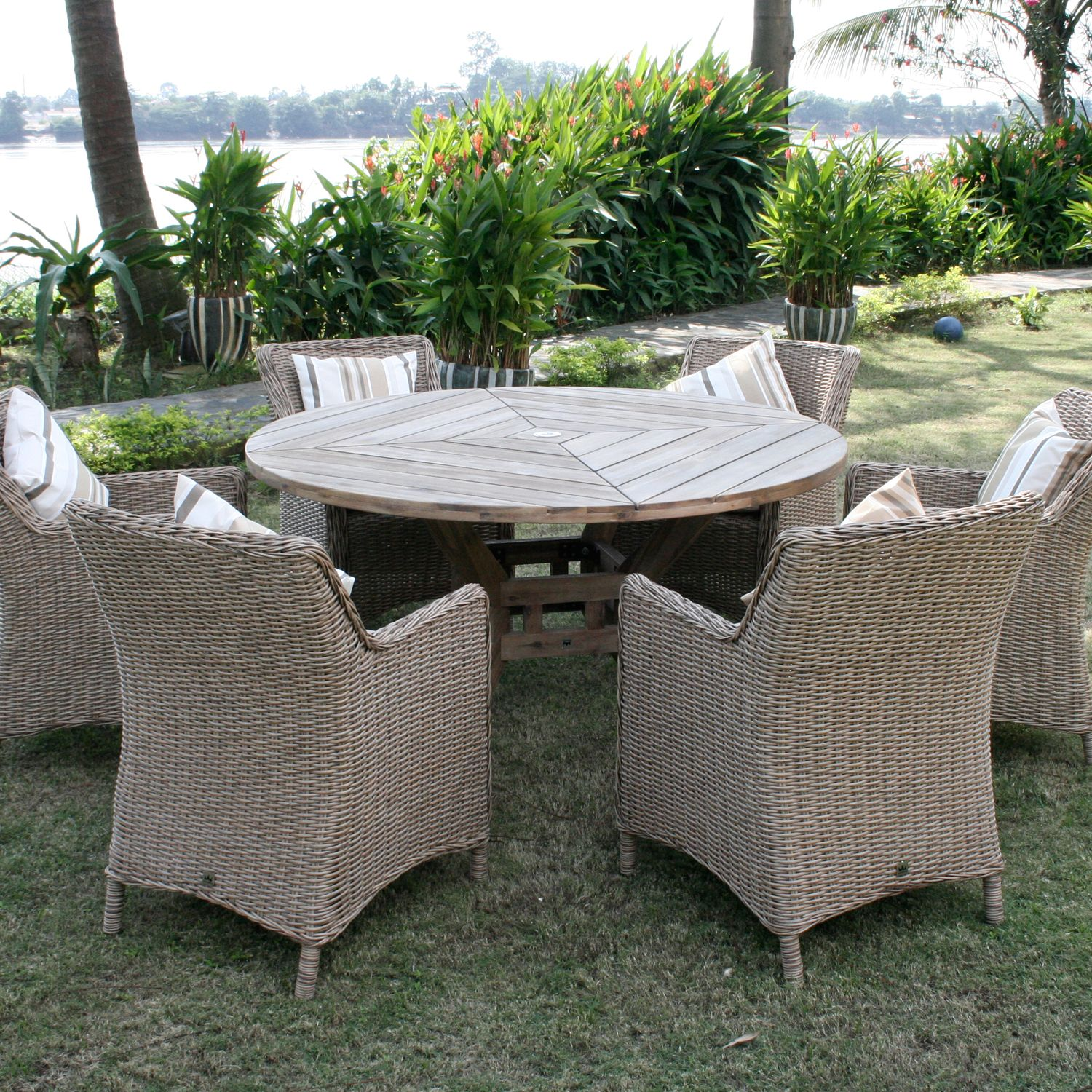 Leisuregrow Hanoi Round 6-Seater Wooden Dining Set