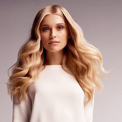 Wavy scene hair