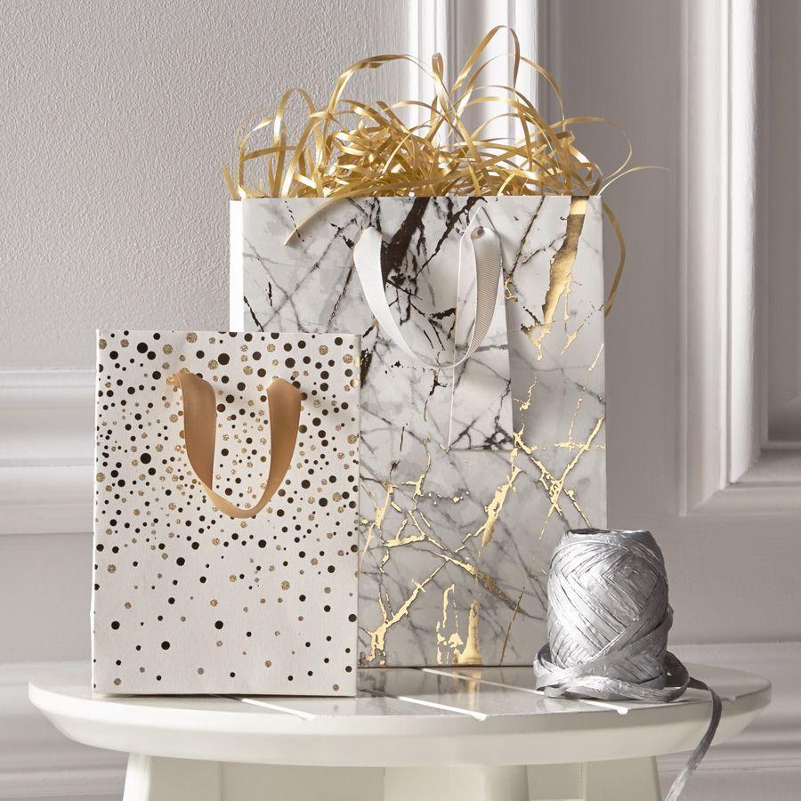 Wedding Gift Wrap Etiquette: Invitations, Cakes, Decorations, Photo Albums