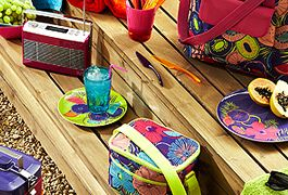 Dine outside with new picnicware