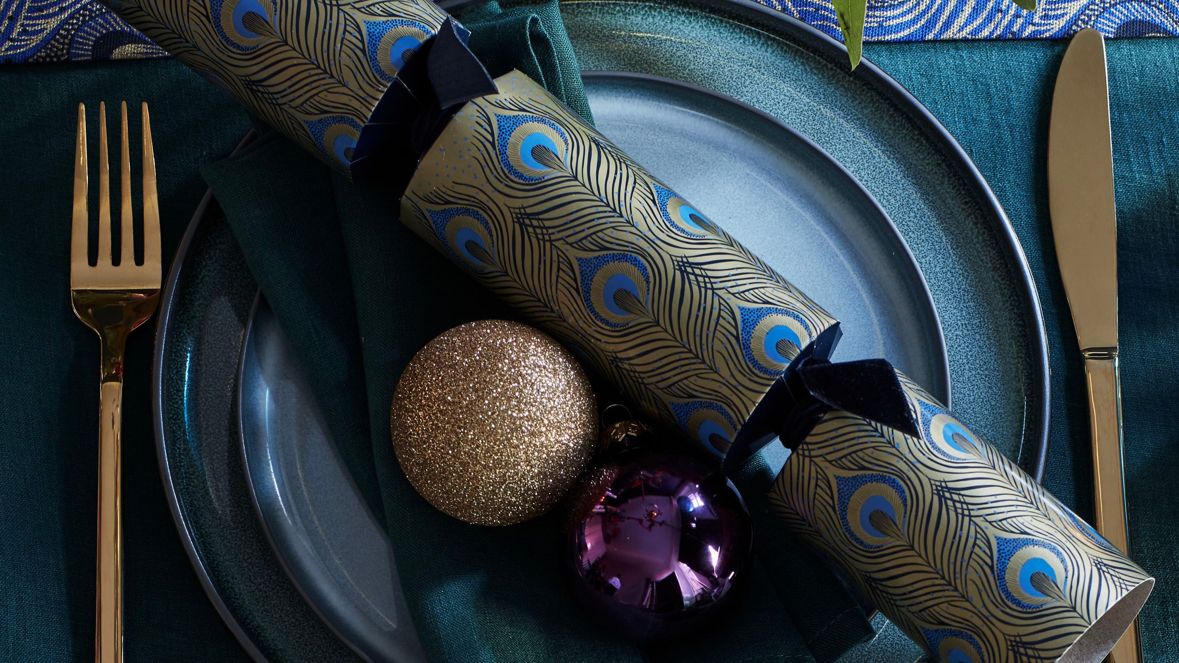 Set the table - Christmas tableware