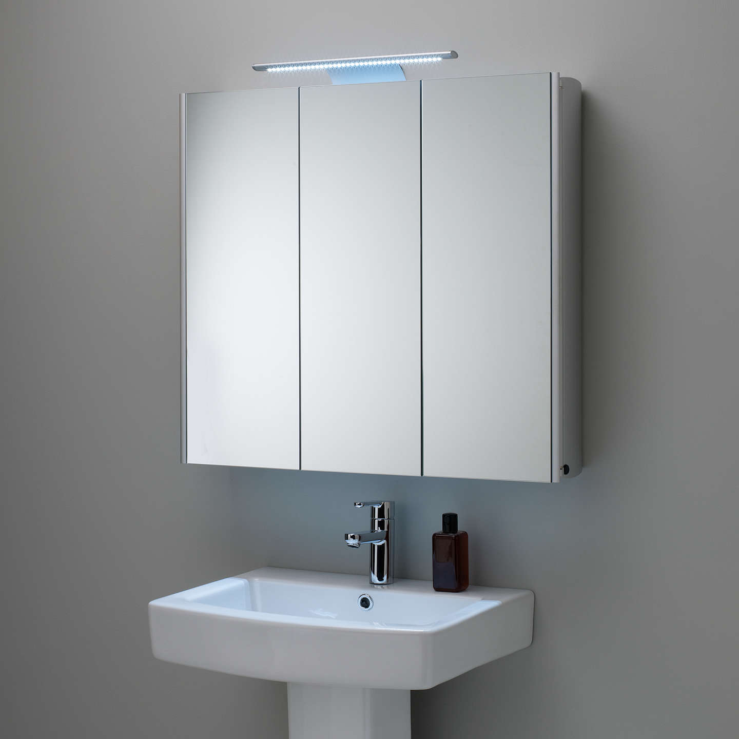 mirrored bathroom cabinets roper absolute mirrored illuminated bathroom 23387