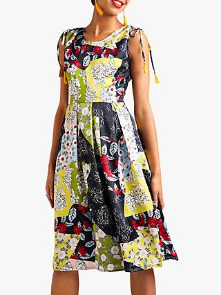 3e7fcd6163b Yumi Floral Skater Dress