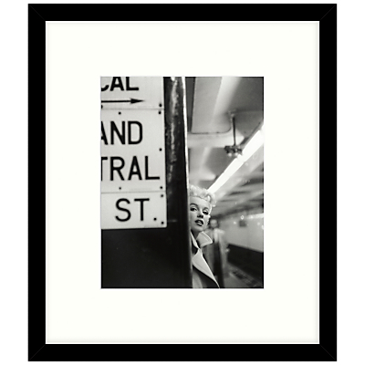 Getty Images Gallery – Marilyn In Central Station Framed Print, 49 x 57cm