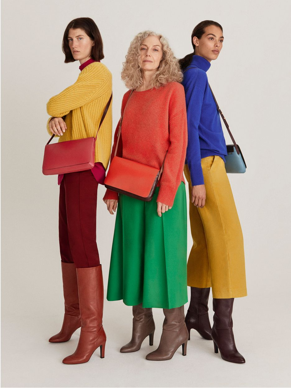 Models wearing colour clashing outfits