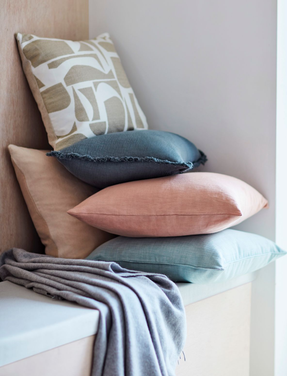 Cushions / Throws