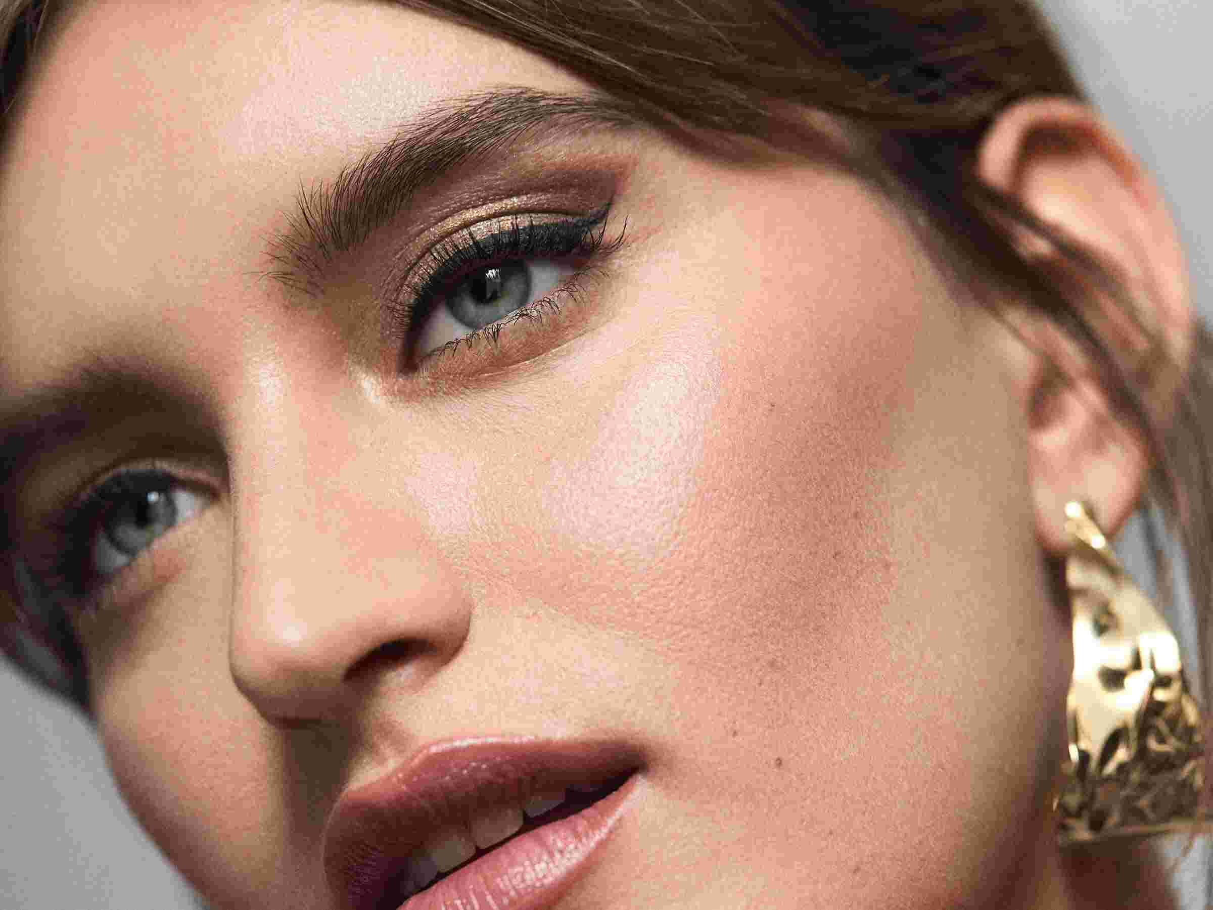 Advertorial: A make-up artist's guide to creating a metallic eyeshadow look