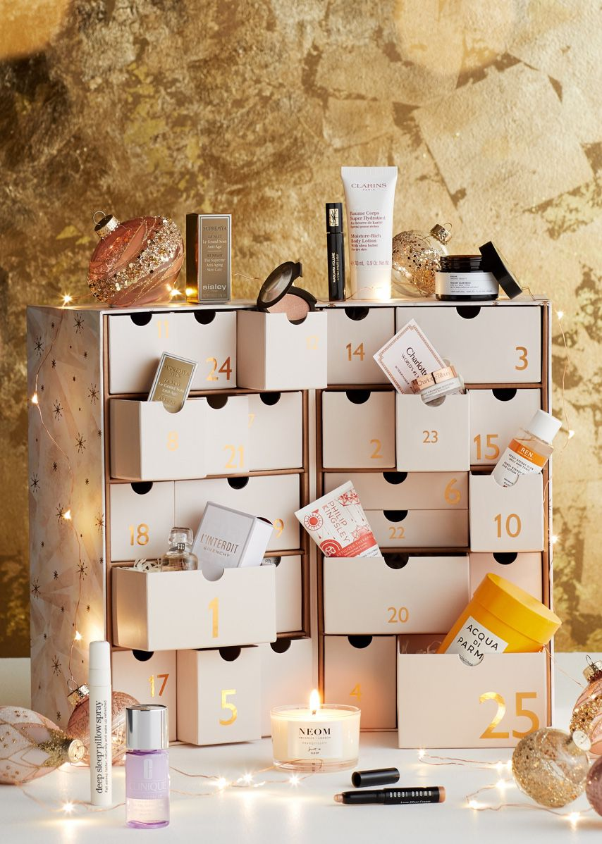 Christmas hamper image of beauty products