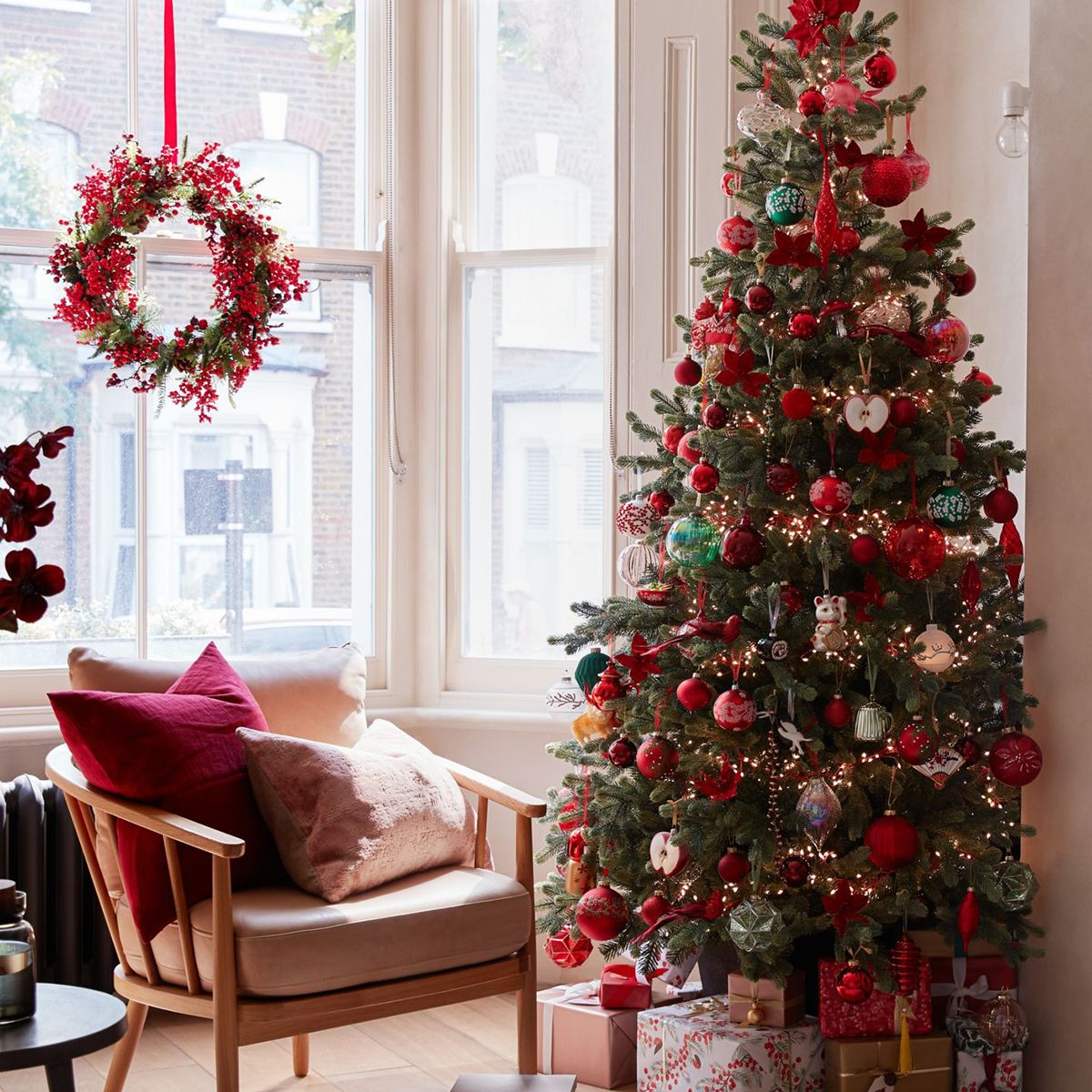 Five steps to a perfectly decorated Christmas tree