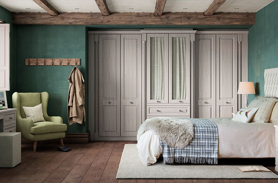 Classic Cotswold Fitted Bedroom