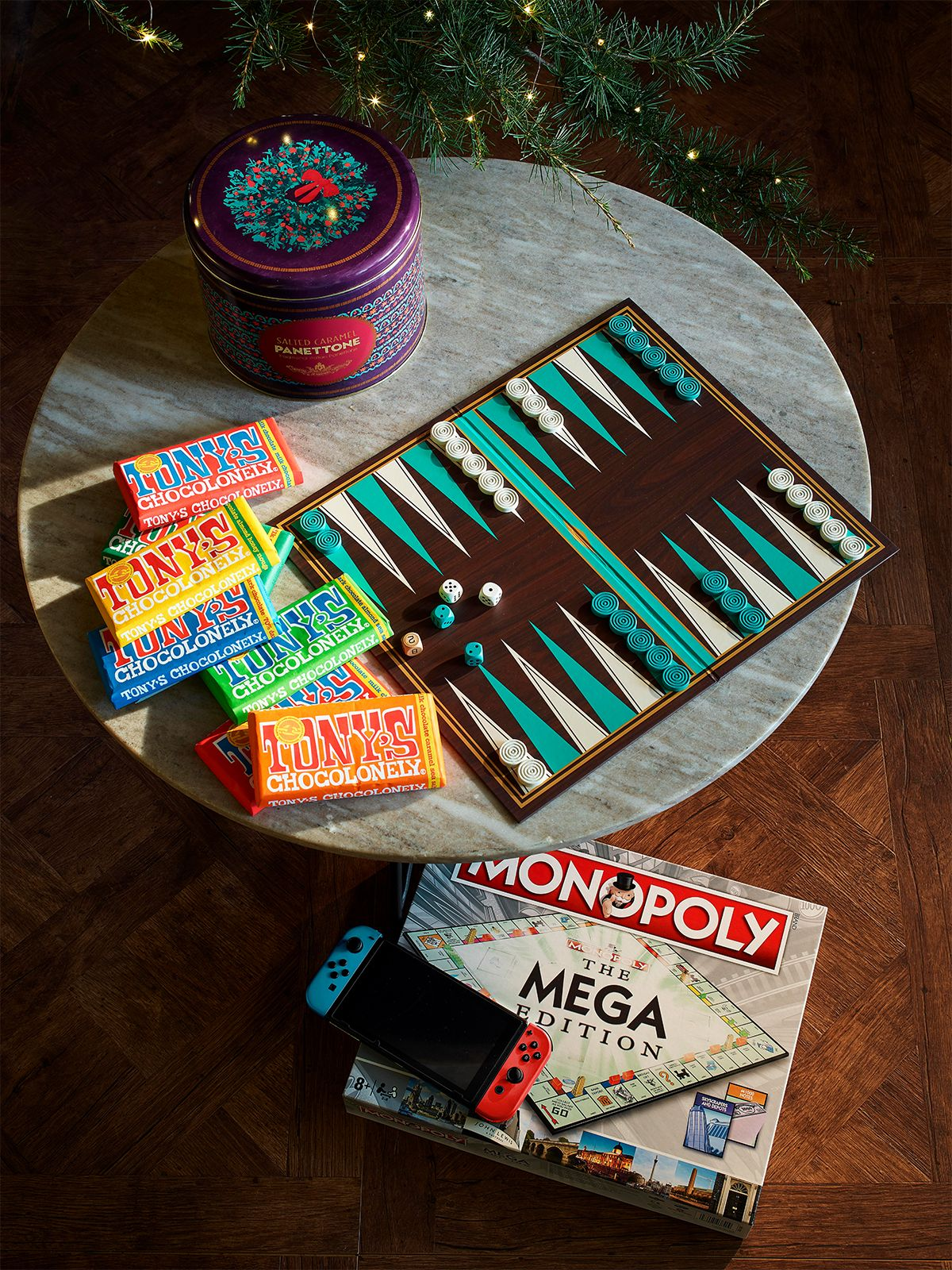 Sticking Fillers - Monopoly, backgammon, Tony's chocolate, pannetonne