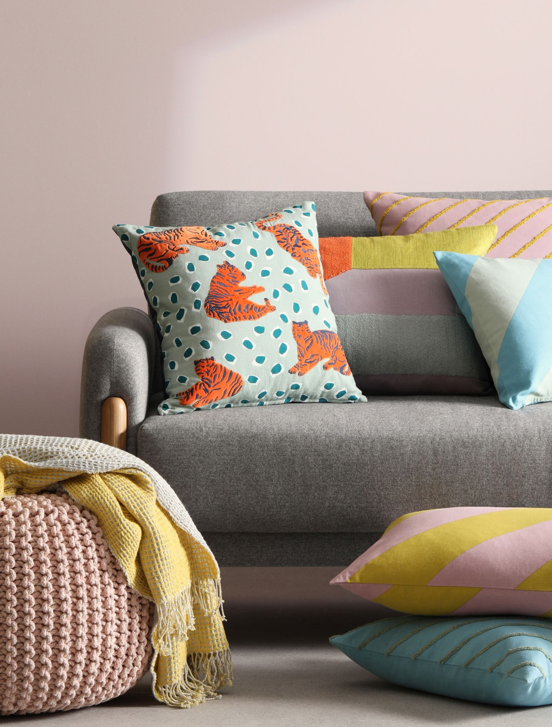 how to style your sofa with cushions