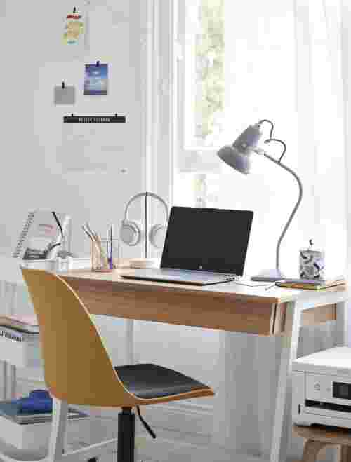 interior design for student wellbeing, desk