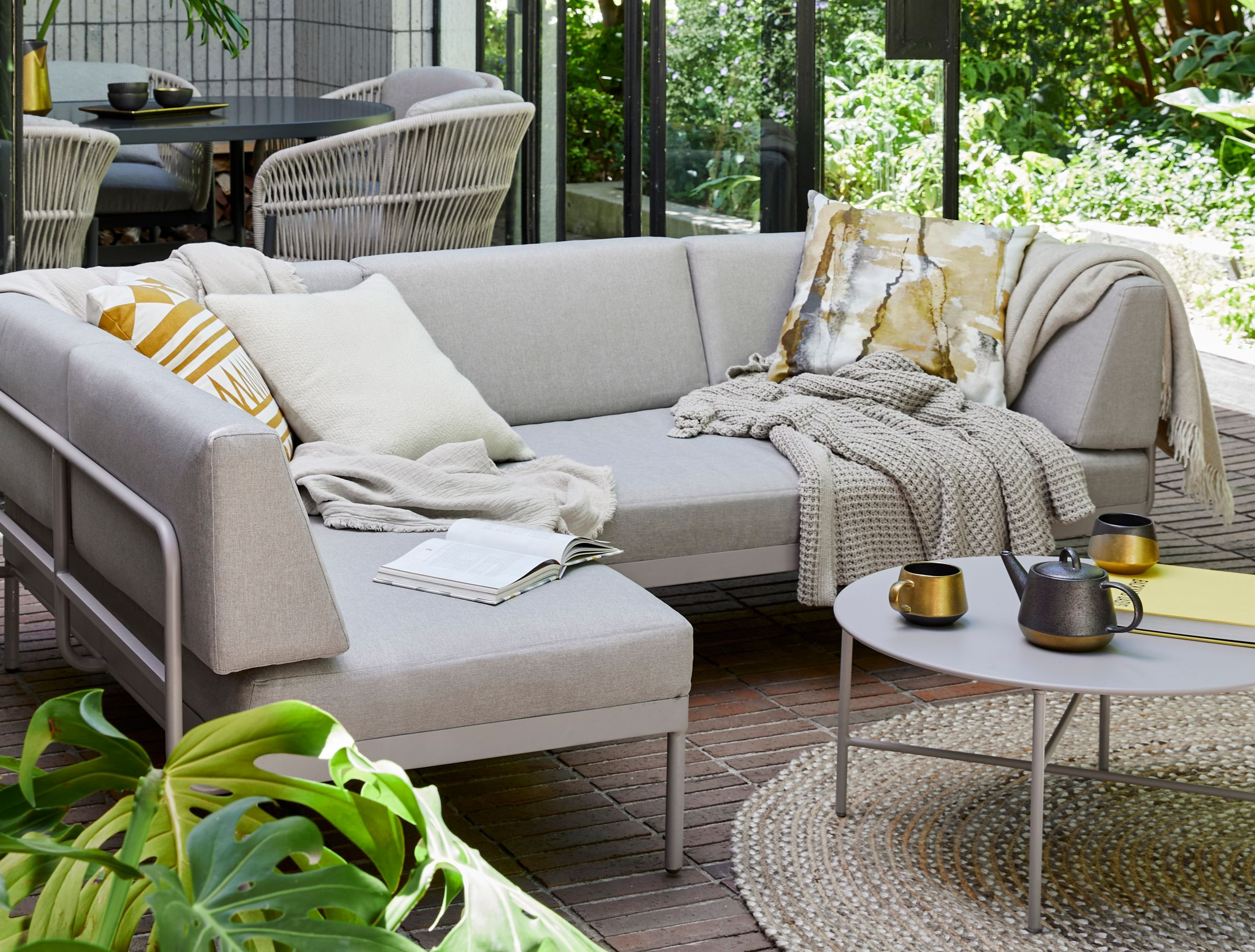 Outdoor living spaces, lounger