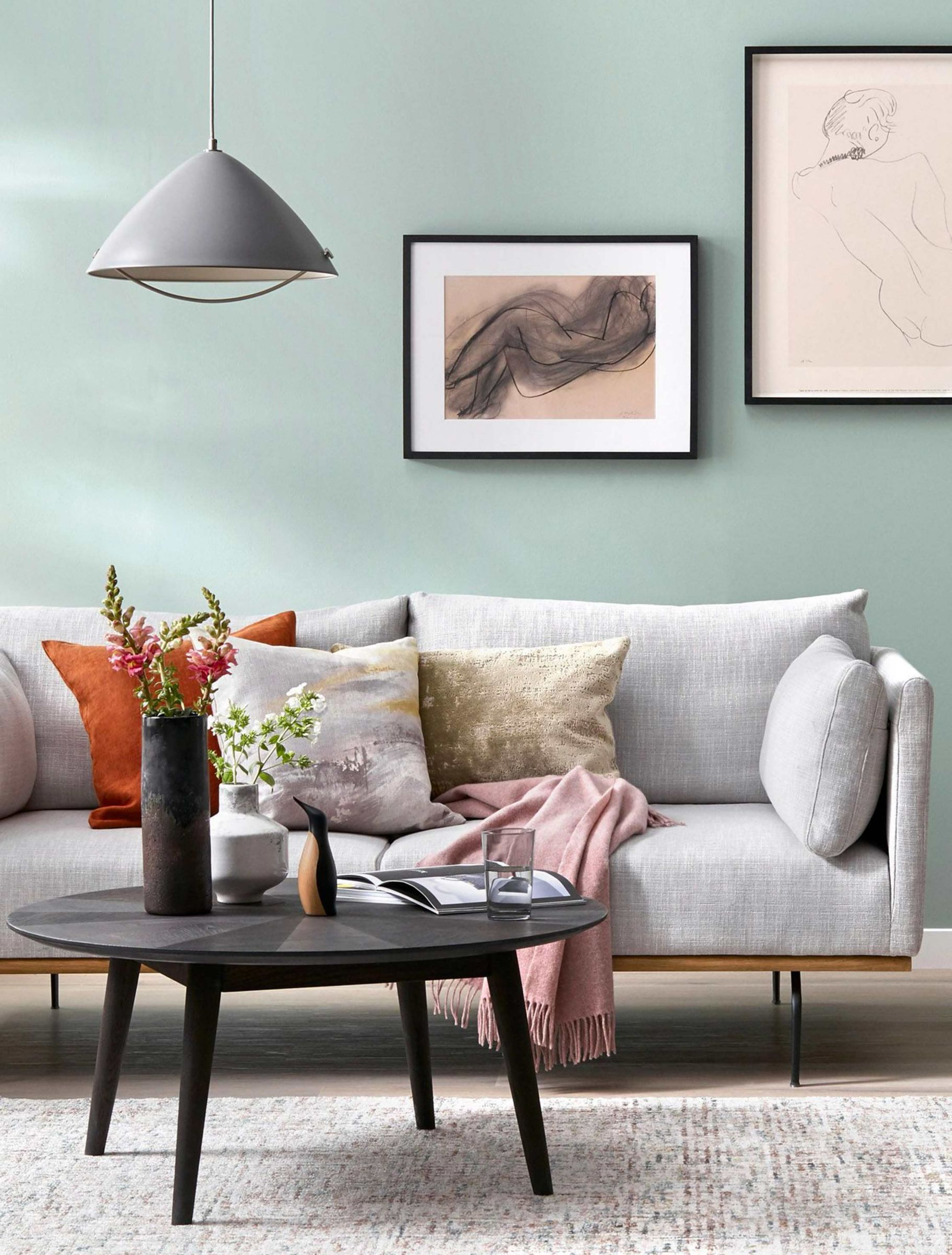 Stylish living room, with on-trend accessories and assortment of accessories