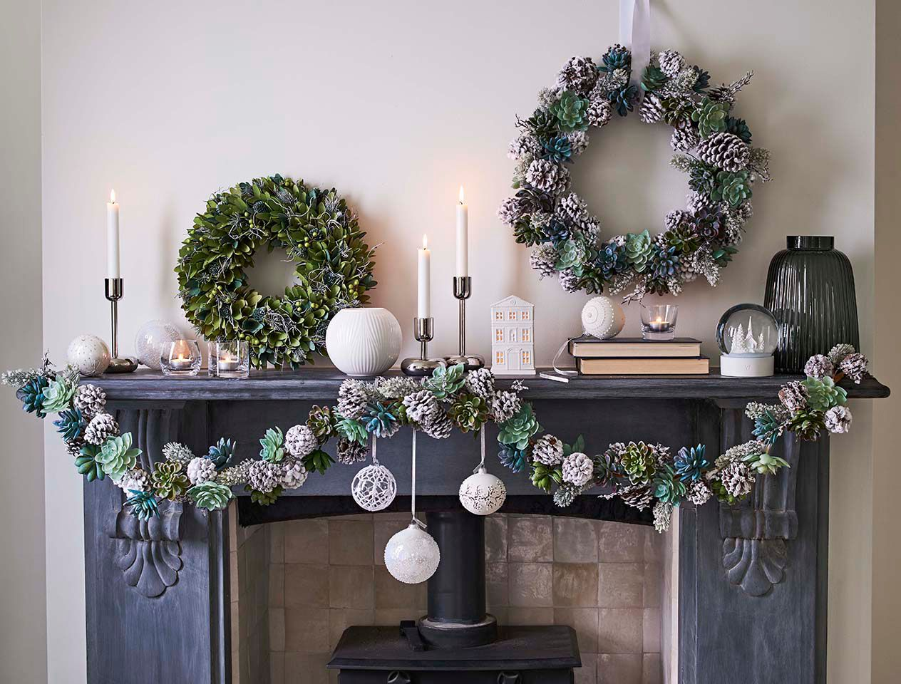 e8d7e6b4c How to decorate with baubles