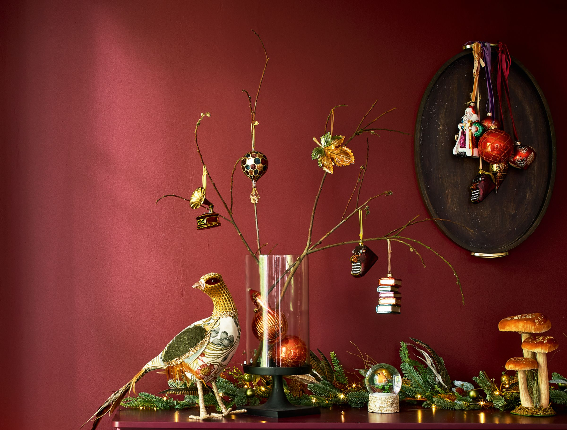how to style your mantlepiece for Christmas